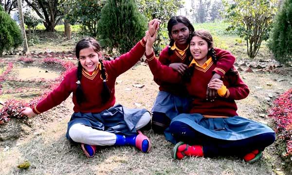Écolières - École de l'ashram