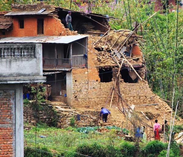 La maison d'origine du SAYM à moitié détruite
